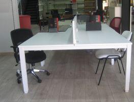 Mesa blanca multipuesto