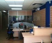 Mampara de oficina y panel de lamas de MC Comercial