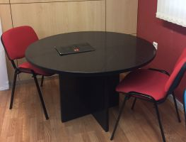 Mesa reunión pata panel.